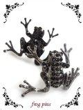【新品】 かえるピンバッジ(黒) (brooch/black)