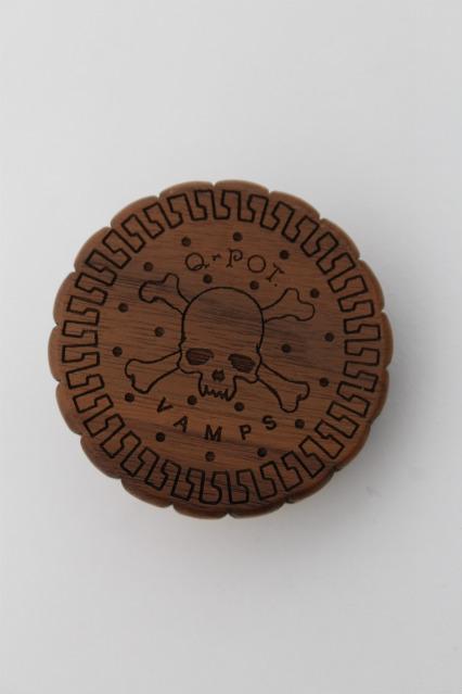 Q-pot. / VAMPSコラボRound Chocolate Biscuit Code Reel